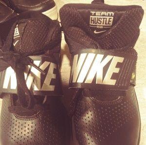 Boys basketball shoes. Nike's size 5